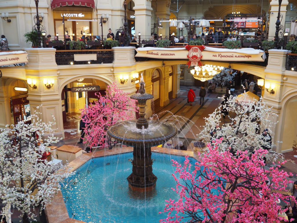 Kirschblüte GUM Moskau