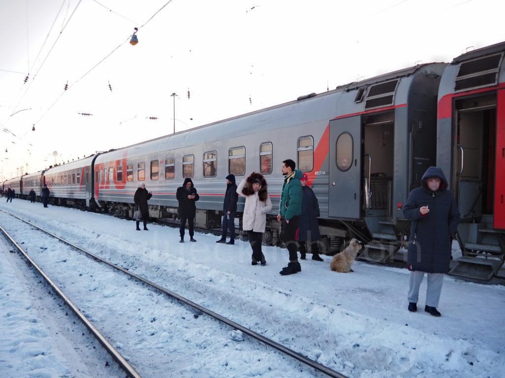 Transsibirische Eisenbahn Transsib Balesino Bahnsteig Winter