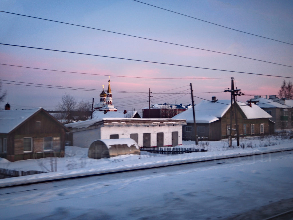 Transsibirische Eisenbahn Transsib Russland Dorf Kirchturm Zwiebelturm