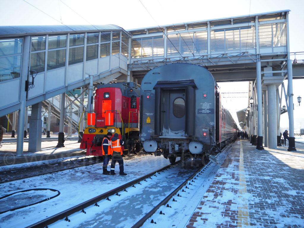 Transsibirische Eisenbahn Transsib Krasnojarsk Bahnsteig technische Kontrolle
