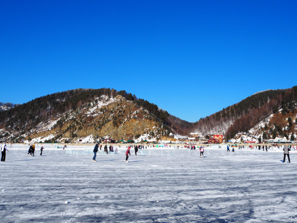 Listwjanka Baikalsee Winter Eis Schlittschulaufen Dorf See