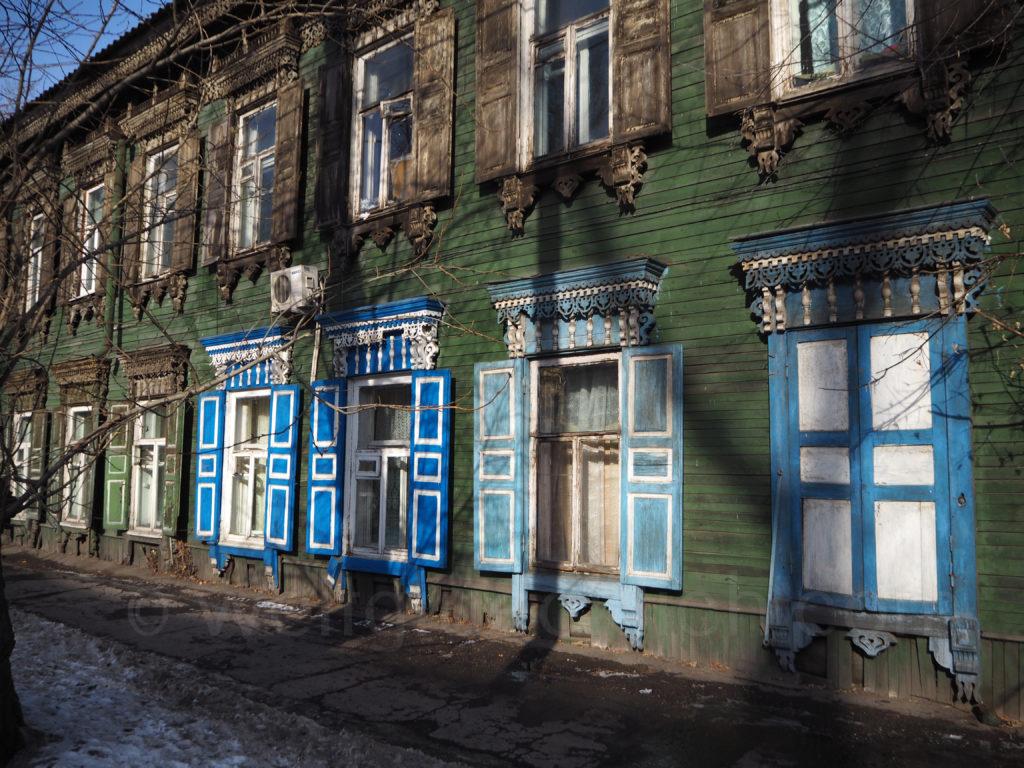 Irkutsk Sibirien Holzhaus restauriert alt Fenster Schnitzereien verziert