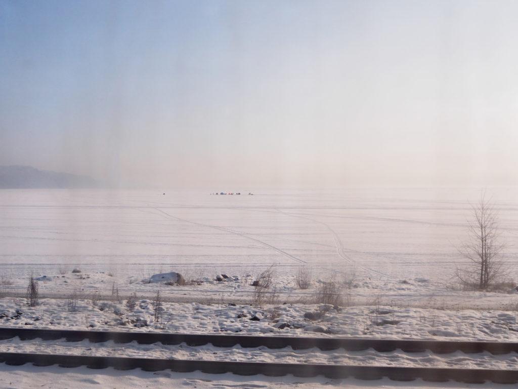 Transsib Transsibirische Eisenbahn Eisfischer Baikalsee Winter