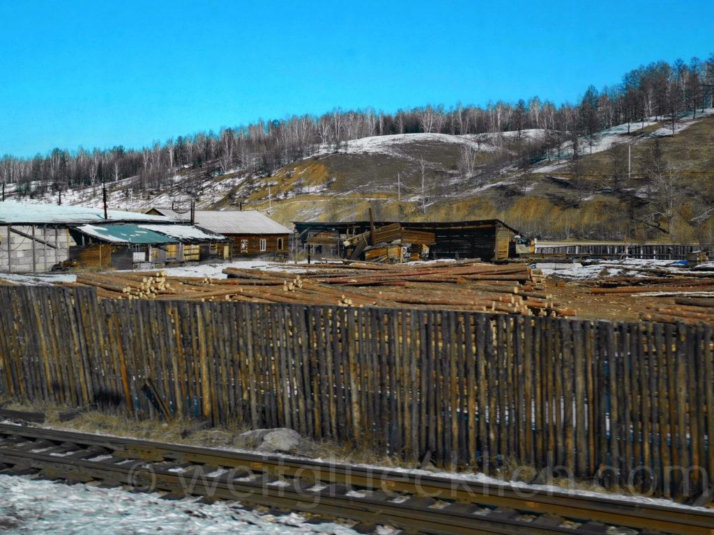 Weltreise 2020 Transsib Transsibirische Eisenbahn Sibirien Winter Holzwerk