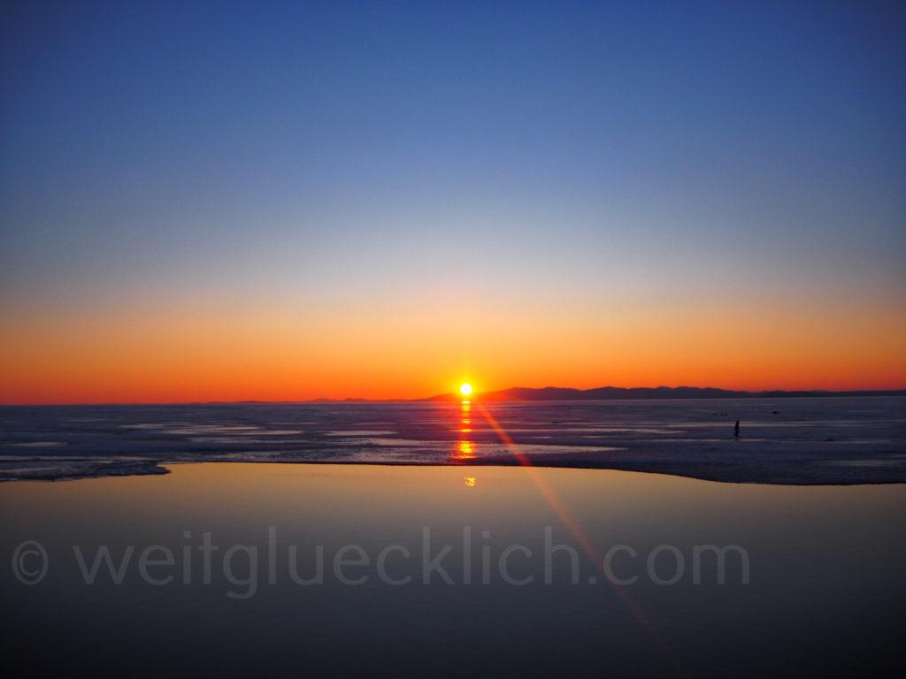 Russland Wladiwostok Amurbucht Sonnenuntergang Pazifik zugefroren