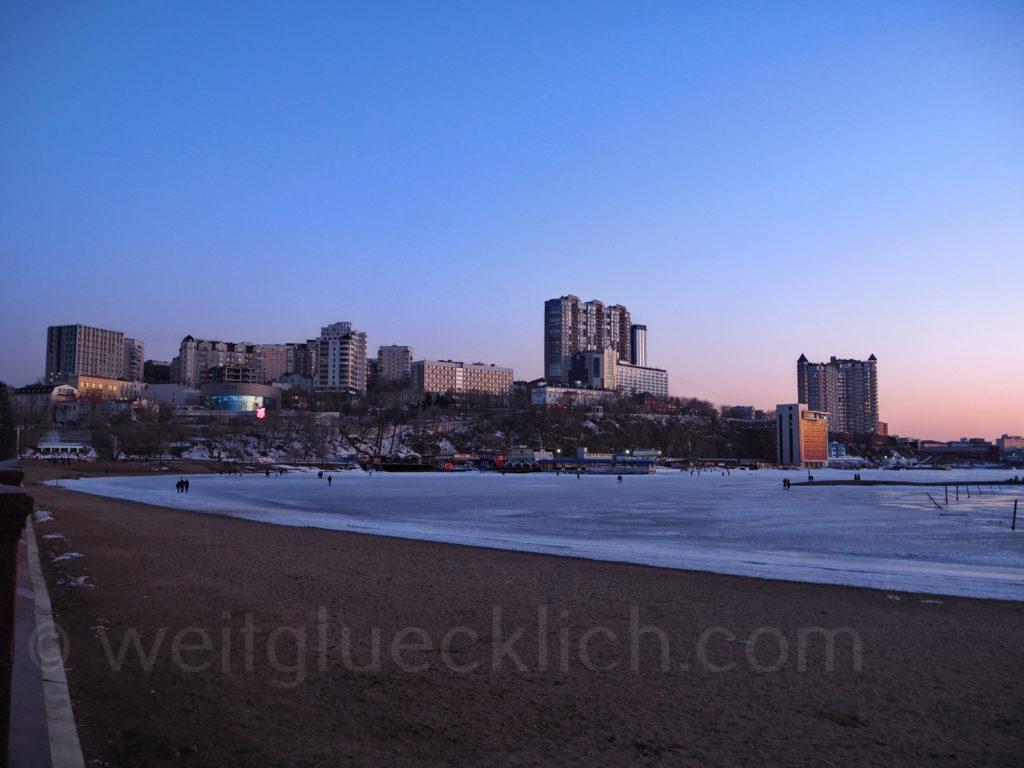 Russland Wladiwostok Winter Sporthafen Gavan Pazifik zugefroren