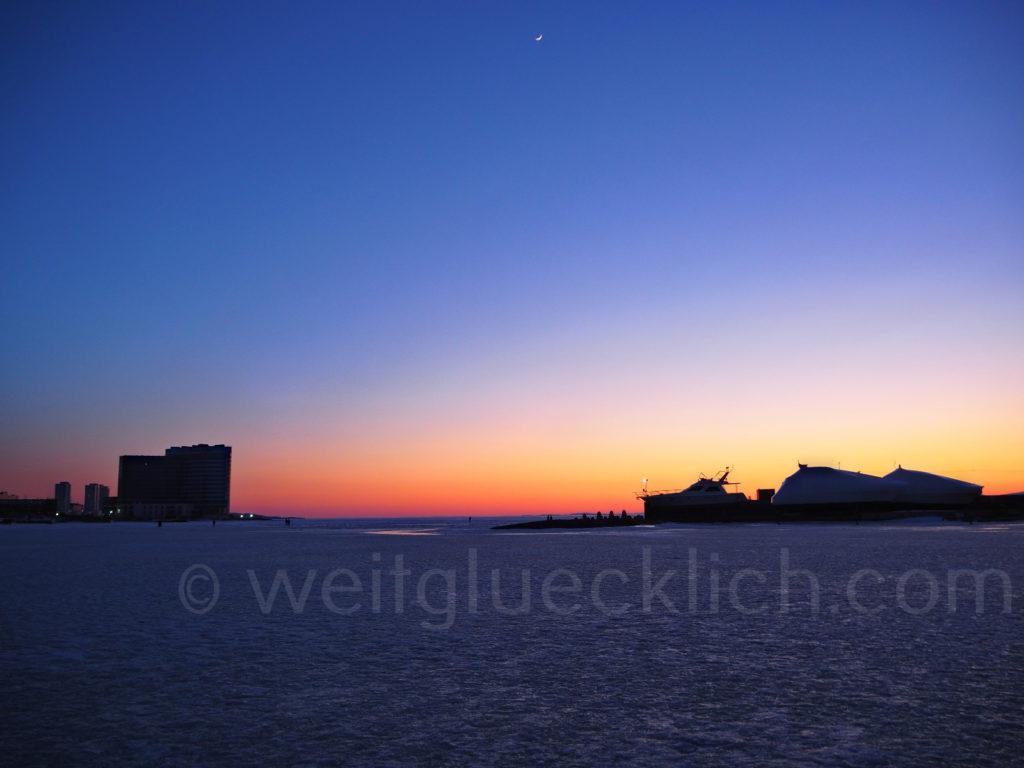 Russland Wladiwostok Winter Sporthafen Gavan Pazifik zugefroren Sonnenuntergang