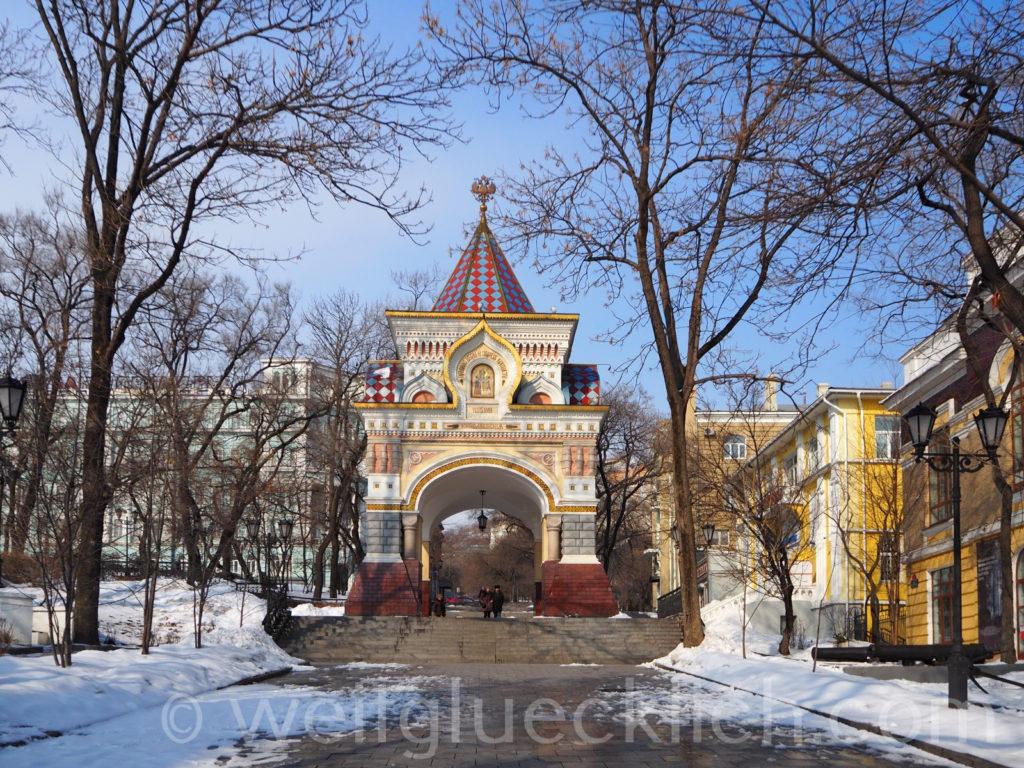 Russland Wladiwostok Admiralspark Triumphbogen Zar Nicholas II Winter