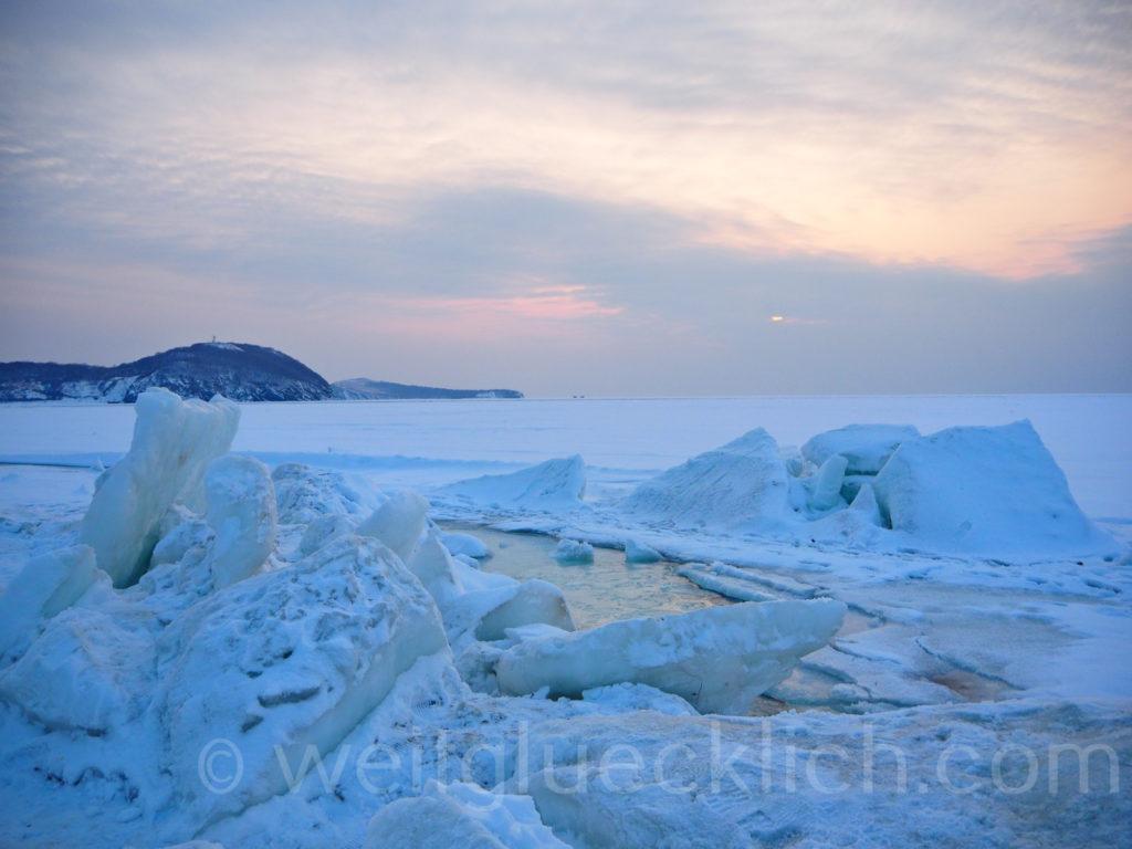 Russland Wladiwostok Tokarevskaya Leuchtturm Winter Eisschollen