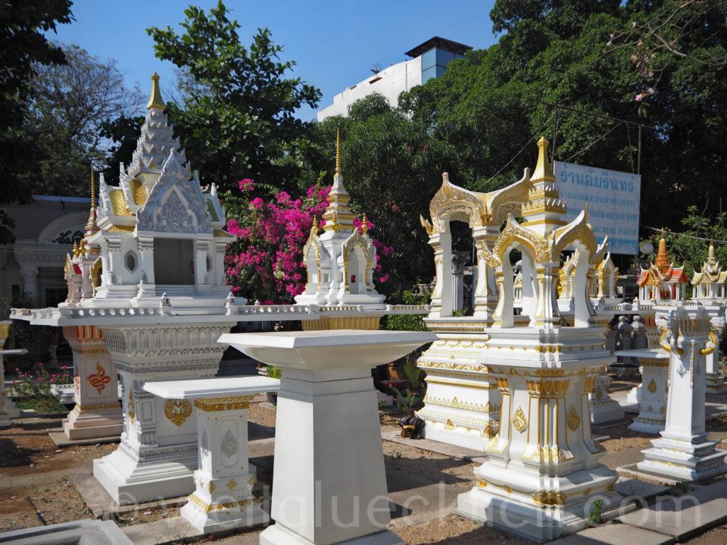 Thailand Bangkok Bang Kapi Verkauf Geisterhaeuser selling spirit houses
