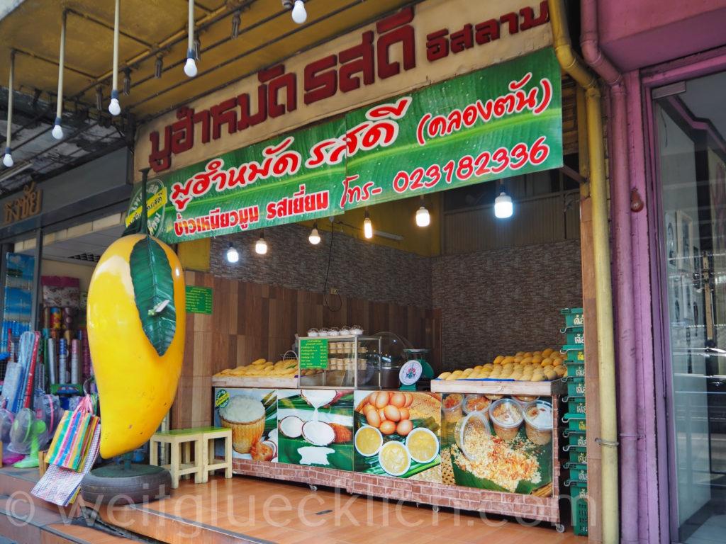Thailand Bangkok Khlongtan Suan Luang Phetchaburi Rd Mango sticky Rice