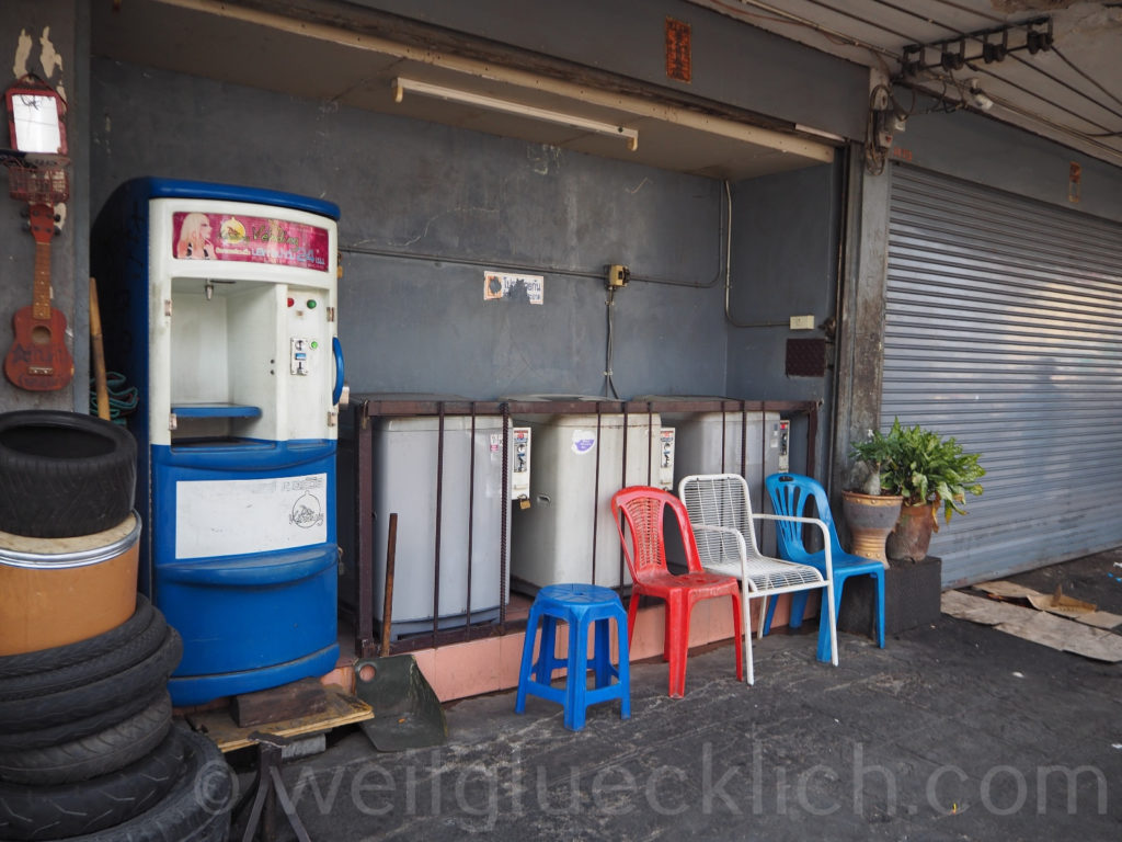 Thailand Bangkok Bang Kapi Sukhumvit Wasserspender drinking water Waschmaschinen