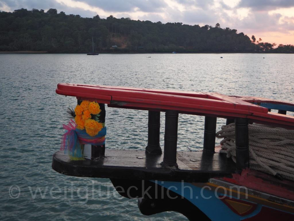 Thailand Koh Chang Bang Bao Pier Blumendeko Schiff
