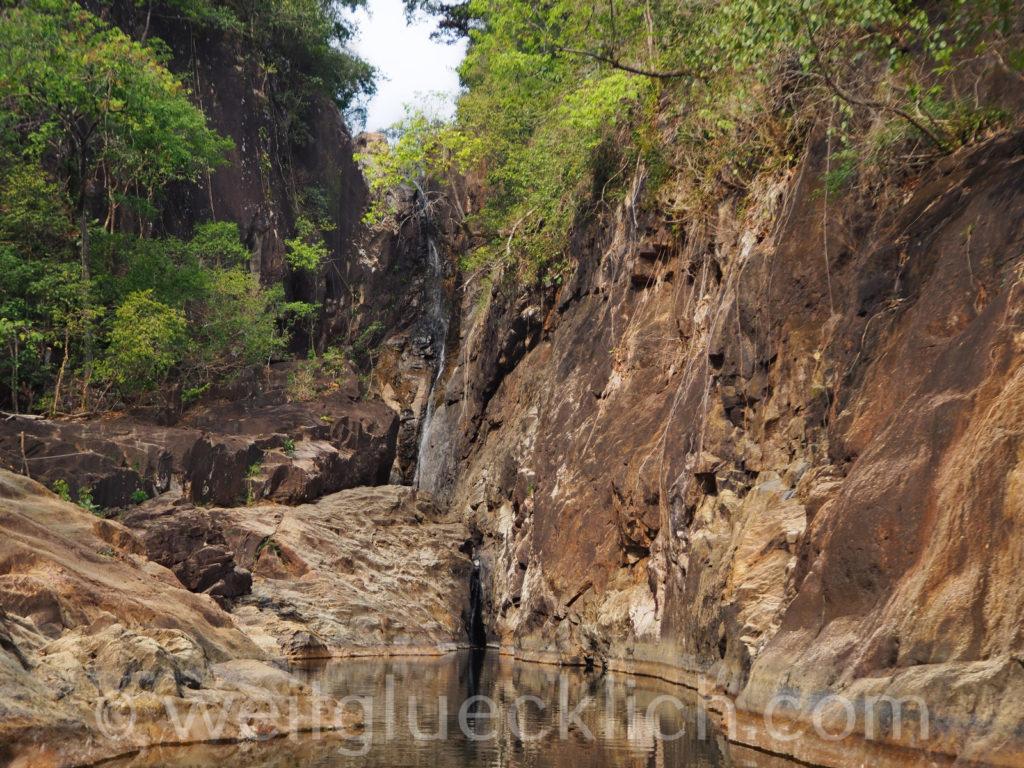 Thailand Koh Chang Khlong Phlu Wasserfall Schlucht