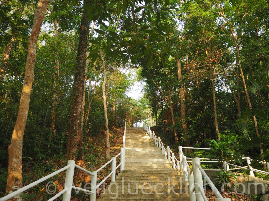 Thailand Koh Chang Admiral Krom Luang Jumborn Khet Udomsaki - Schrein shrine Treppe Anstieg