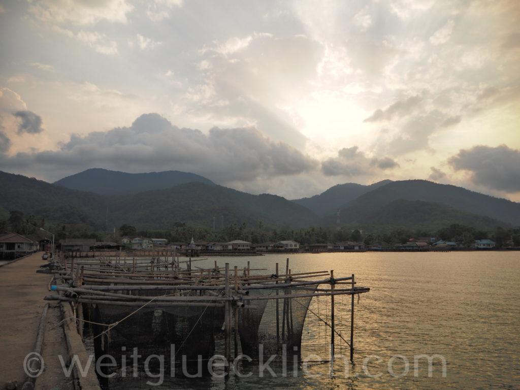 Weltreise Thailand Koh Chang Dan Mai pier fishing Fischfang