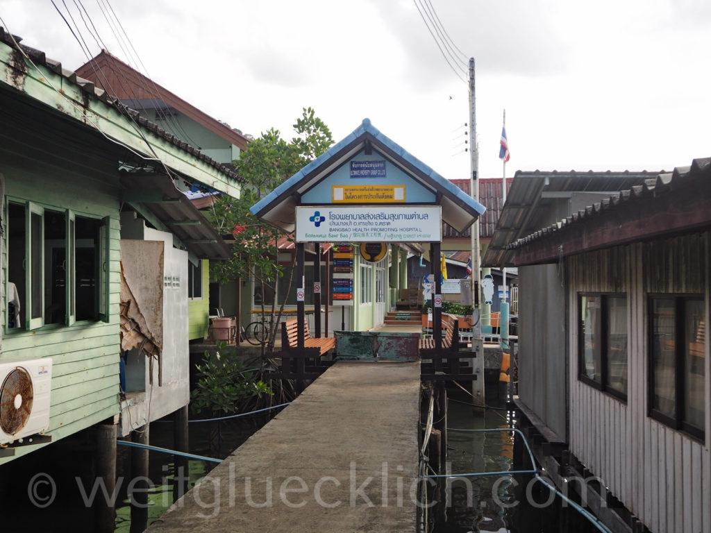 Weltreise Thailand Koh Chang Bang Bao Pier Hospital Health Center