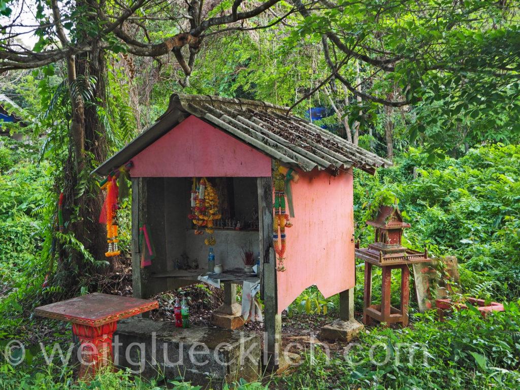 Weltreise Thailand Koh Chang Bang Bao Cliff Cottage Geisterhaus spirit house