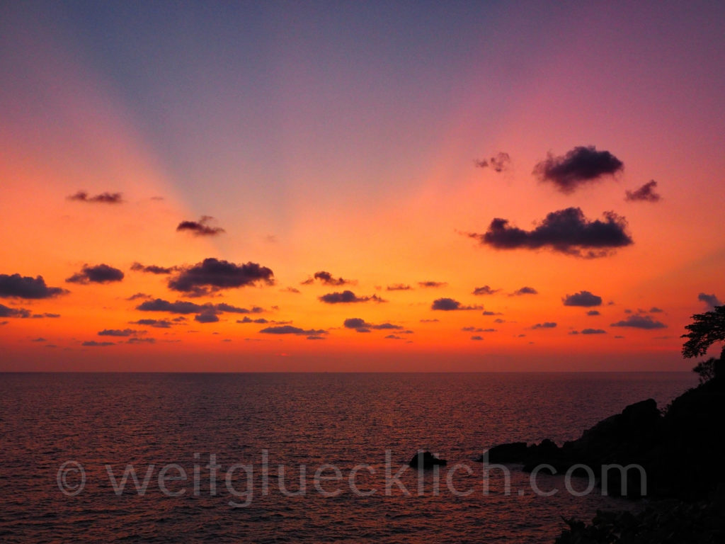 Weltreise Thailand Koh Chang Bang Bao Cliff Cottage Sonnenuntergang bunt sunset