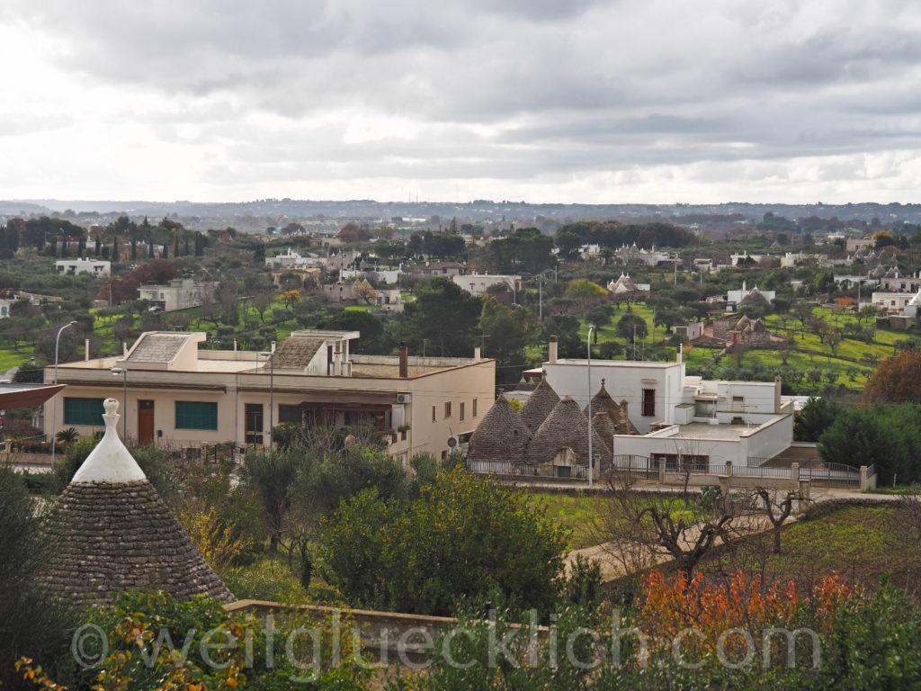 Weltreise 2020 Italien Apulien Valle d'Itria Cisternino Trulli Dorf Aussicht