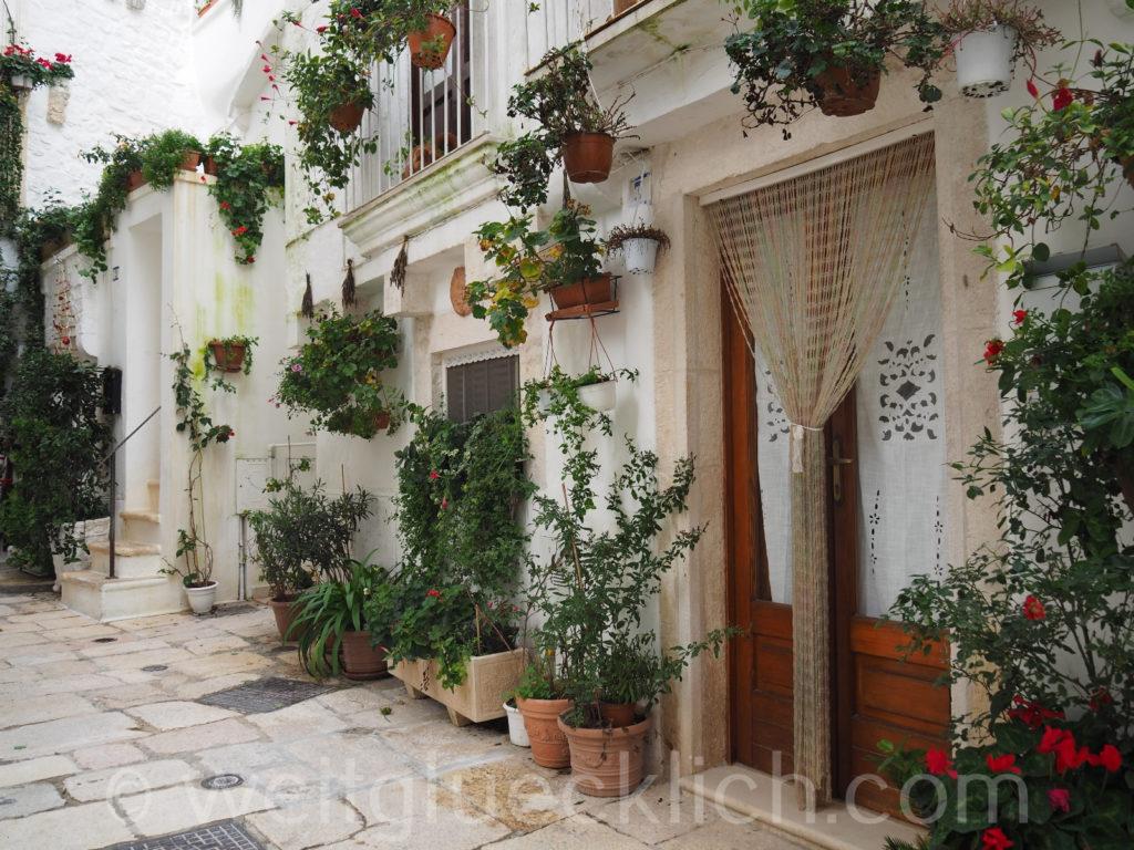 Weltreise 2020 Italien Apulien Valle d'Itria Cisternino Altstadt Gassen