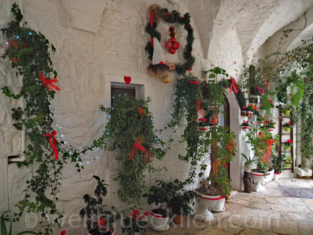 Weltreise 2020 Italien Apulien Valle d'Itria Cisternino Altstadt Gassen Weihnachten