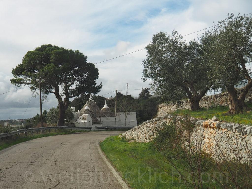Weltreise 2020 Italien Apulien Valle d'ItriaTrulli neu weiß