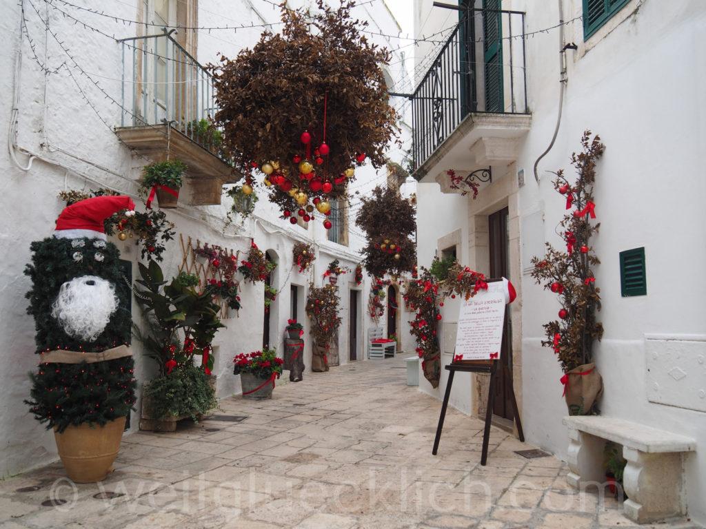 Weltreise 2020 Italien Apulien Valle d'ItriaTrulli Locorotondo Weihnachtsmann Schmuck