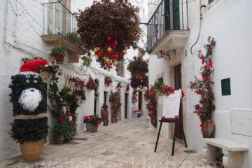 Weltreise 2020 Italien Apulien Locorotondo Weihnachtsmann