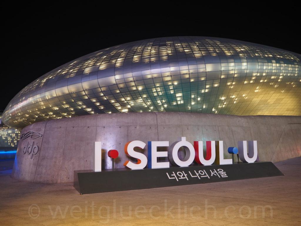 Weltreise 2020 Suedkorea Seoul Dongdaemun Design Plaza I Seoul U Slogan