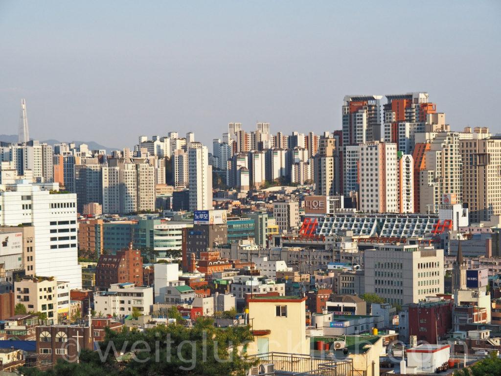 Weltreise 2020 Suedkorea Seoul Dongdaemun Naksan Mountain Aussicht Hochhaeuser Lotte World Tower