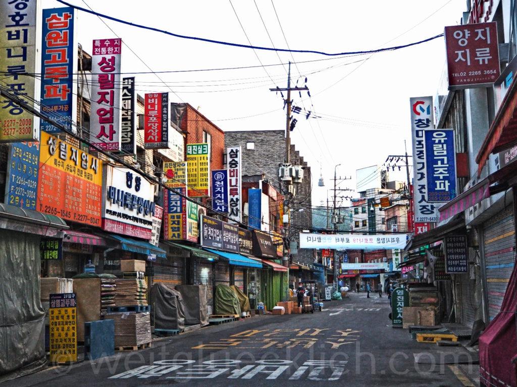 Weltreise 2020 Suedkorea Seoul Gwangjang Market outdoor shops Kwang Jang