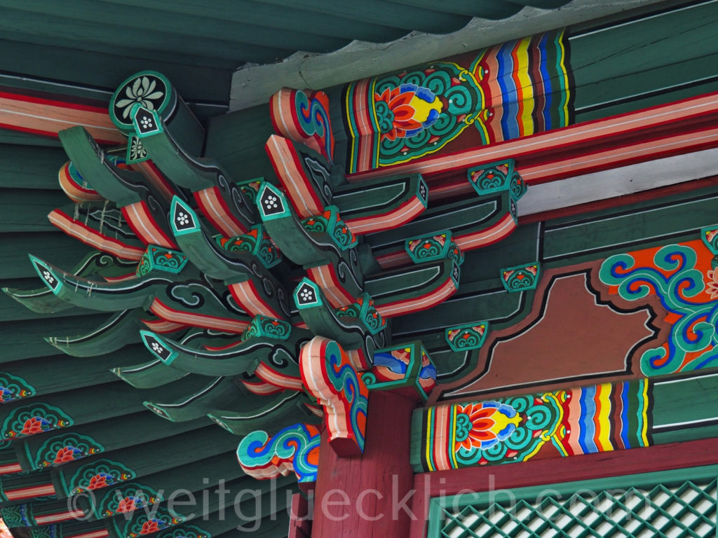 Weltreise 2020 Suedkorea Seoul Dongdaemun Jeonggakwan Tempel Holzschnitzereien Dach