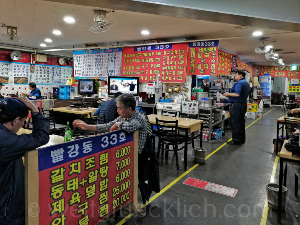 Weltreise 2020 Suedkorea Seoul Sinseol-dong Seoul Folk Flea Market   food court