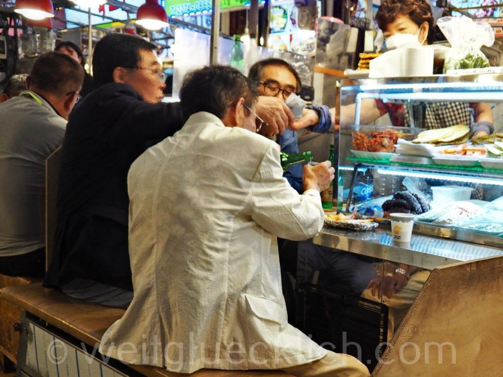 Weltreise 2020 Suedkorea Seoul Gwangjang Market Street food Soju