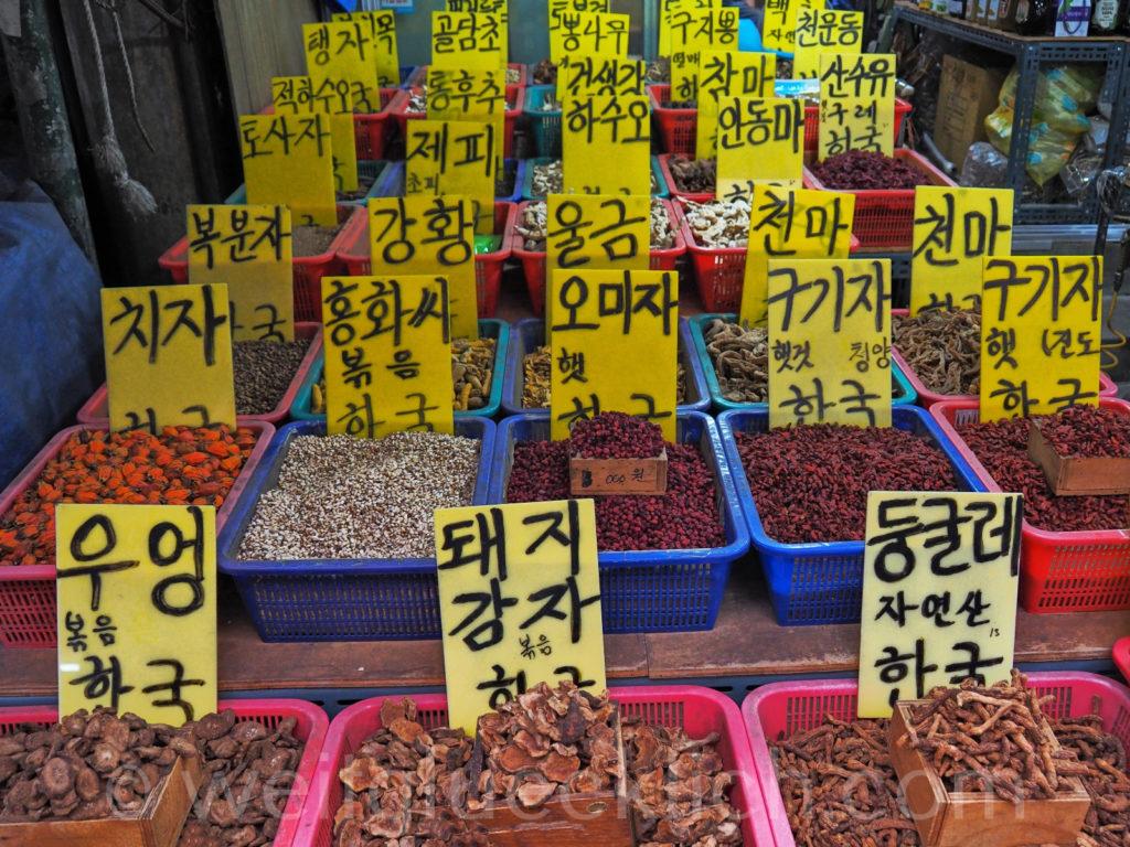 Weltreise 2020 Suedkorea Seoul Gyeongdong Market Samen Beeren Wurzeln