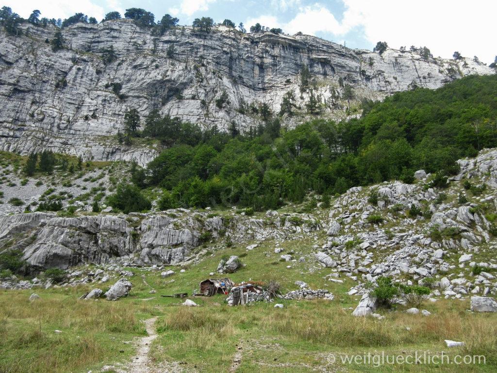 Peaks of the balkans Montenegro Albanien Schaeferhuette Hochtal