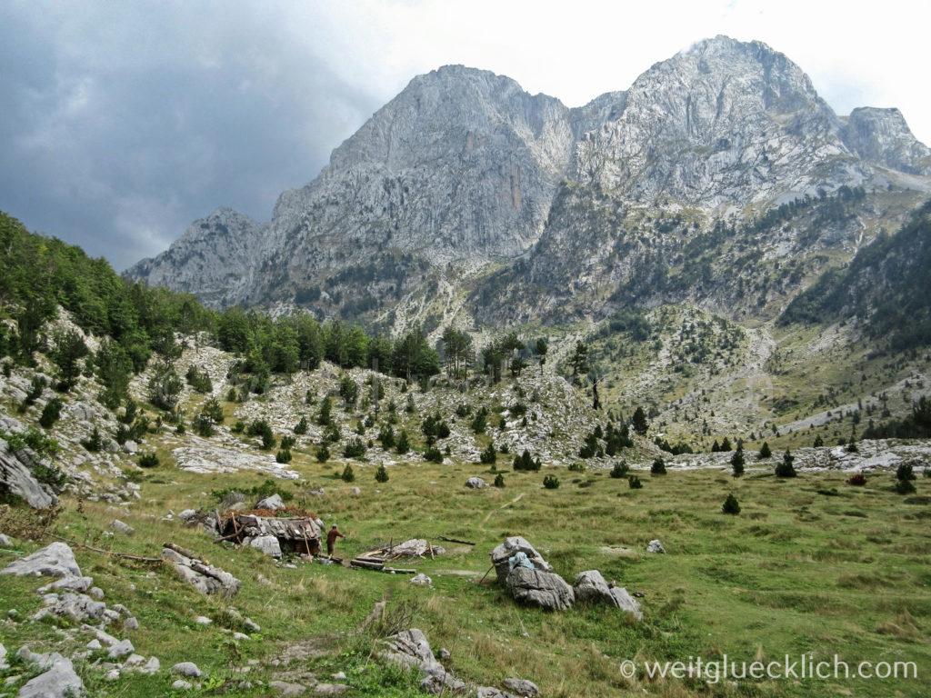 Peaks of the balkans Albanien Hochtal Schaeferhuette