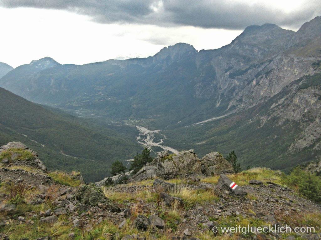 Peaks of the balkans Albanien Pejes Pass Blick auf Theth