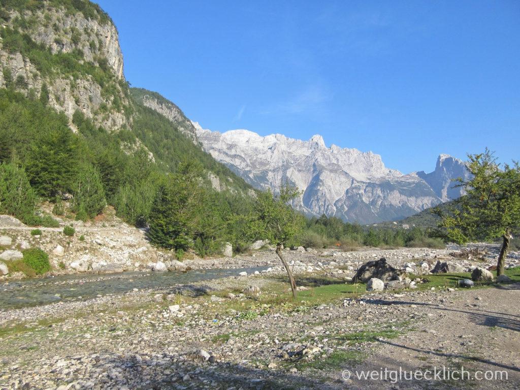 Peaks of the Balkans Montenegro Albanien Lumi i thethit Fluss