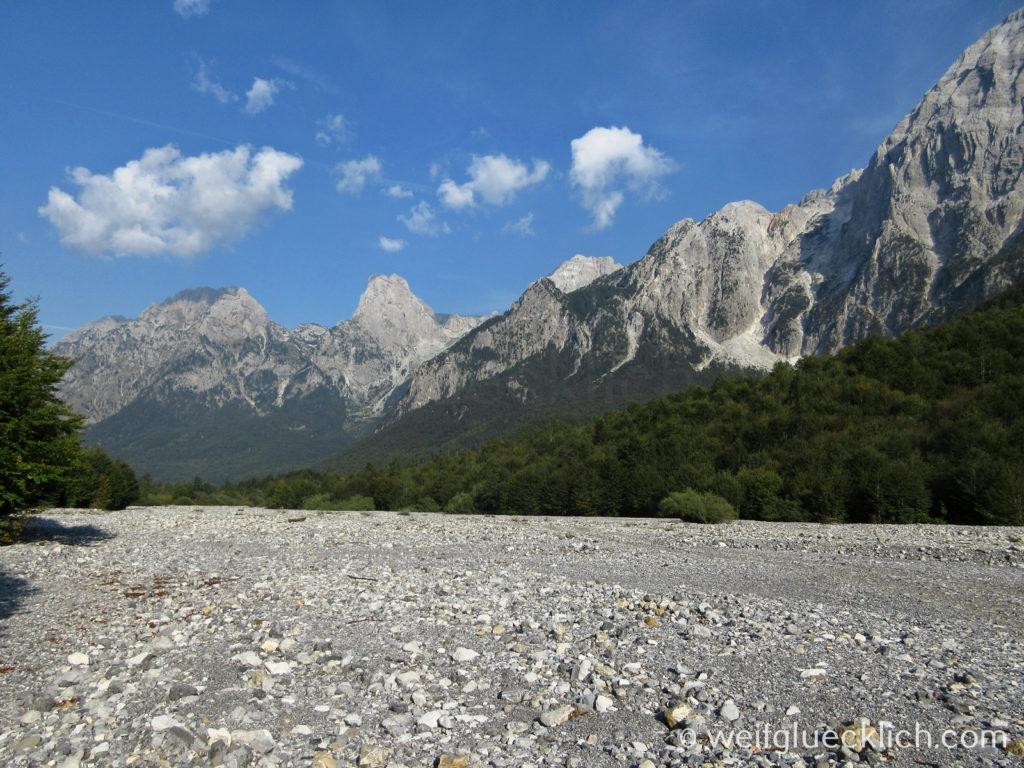 Peaks of the Balkans Albanien Valbona Tal Flussbett