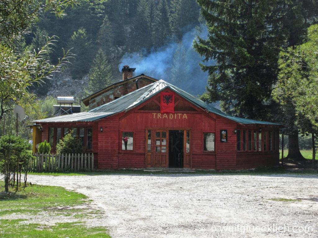 Peaks of the Balkans Albanien Valbona Tradita Restaurant