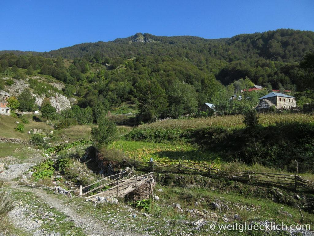 Peaks of the Balkans Cerem Hirtendorf Holzbruecke