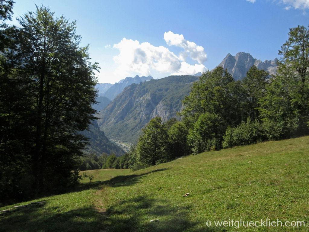 Peaks of the Balkans Montenegro Albanien Bergwiese