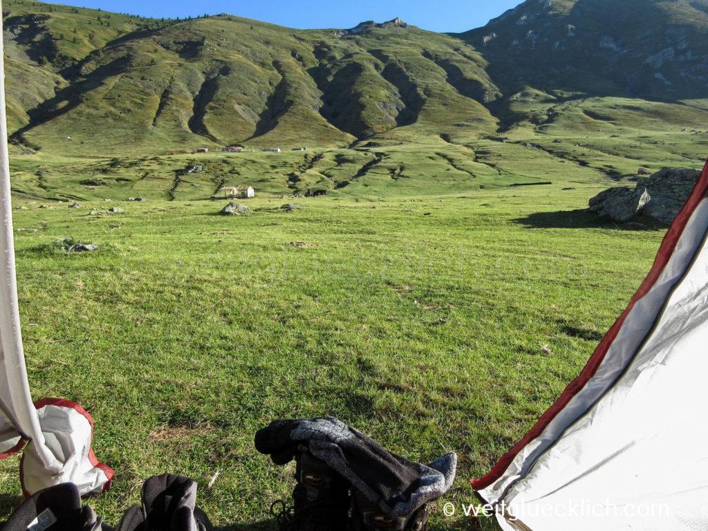 Peaks of the Balkans Albanien Doberdol Zelten Bergwiese