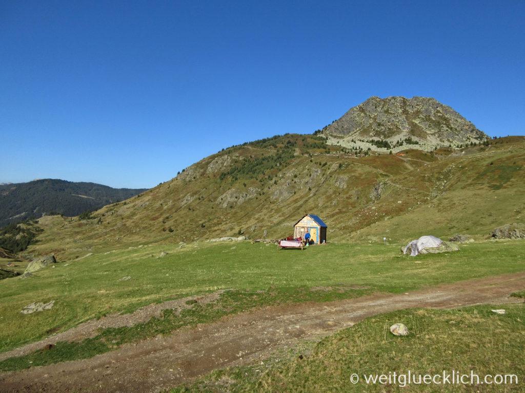 Peaks of the Balkans Albanien Doberdol Hirtendorf Zelten