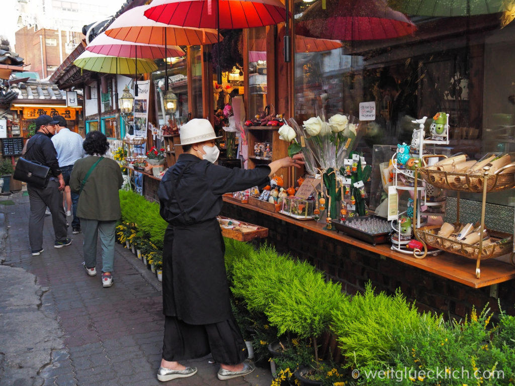 Weltreise 2020 Suedkorea Seoul Sightseeing Ikseon-dong Hanok Village handcraft shopping
