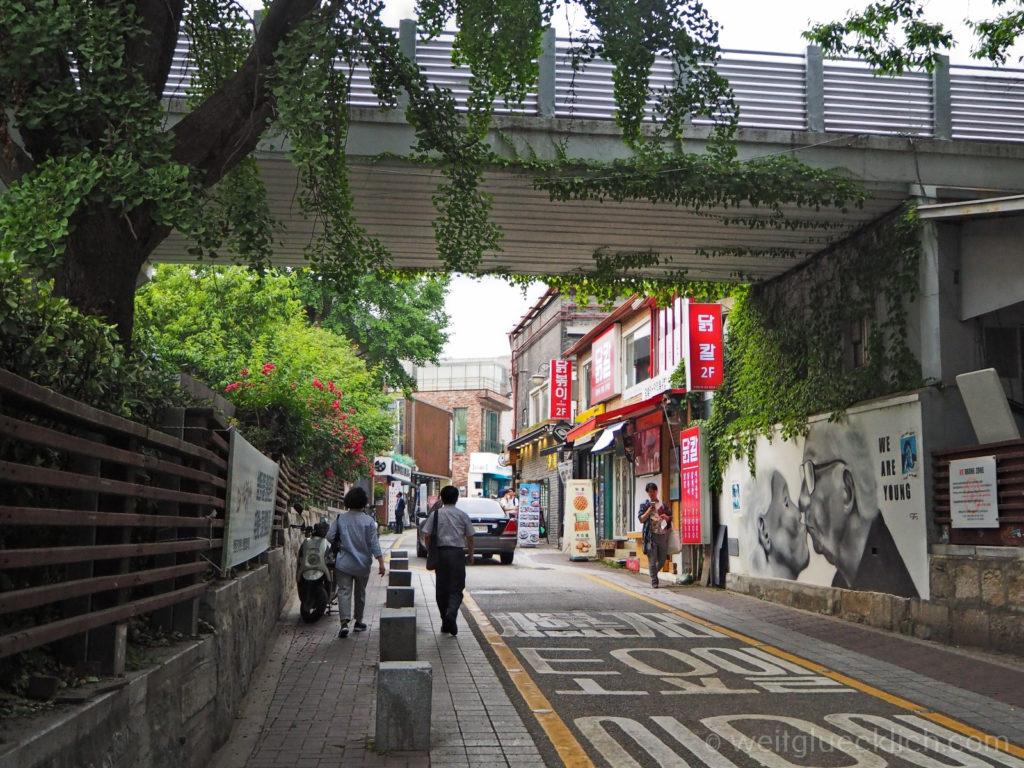 Weltreise 2020 Suedkorea Seoul Sightseeing Bukchon Hanok Village We are young mural