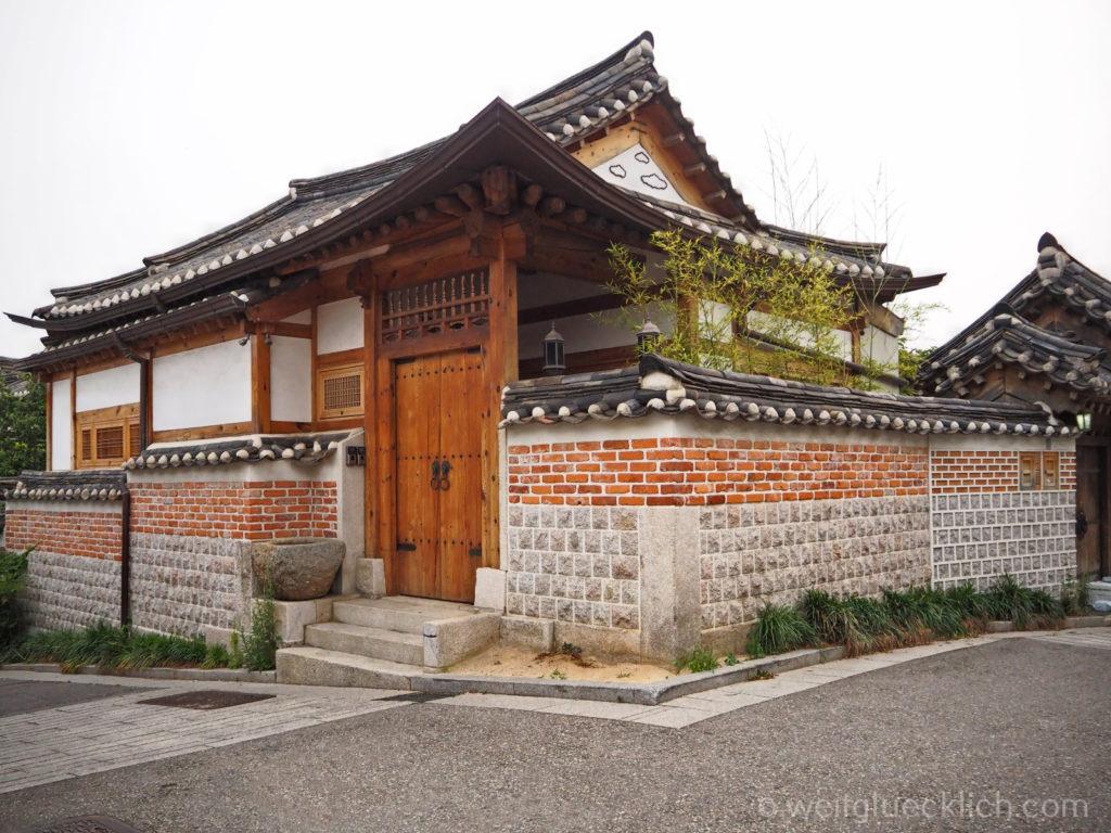 Weltreise 2020 Suedkorea Seoul Sightseeing Bukchon Hanok Village Hanok restauriert