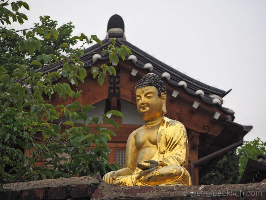 Weltreise 2020 Suedkorea Seoul Sightseeing Bukchon Hanok Village goldener Buddha